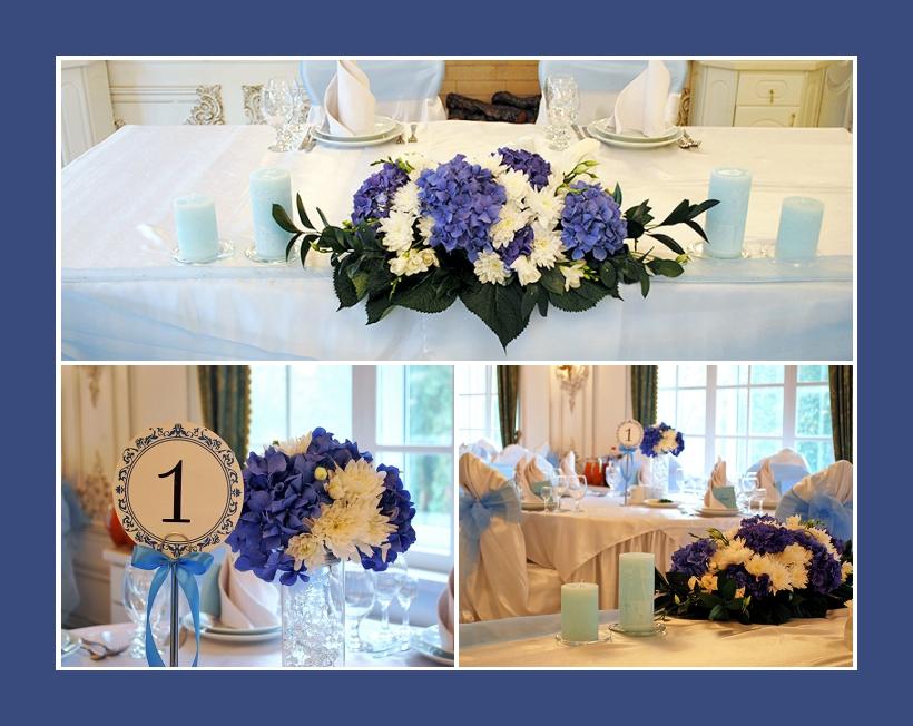 Hellblaue Kerzen neben blau weißen Blumengestecken