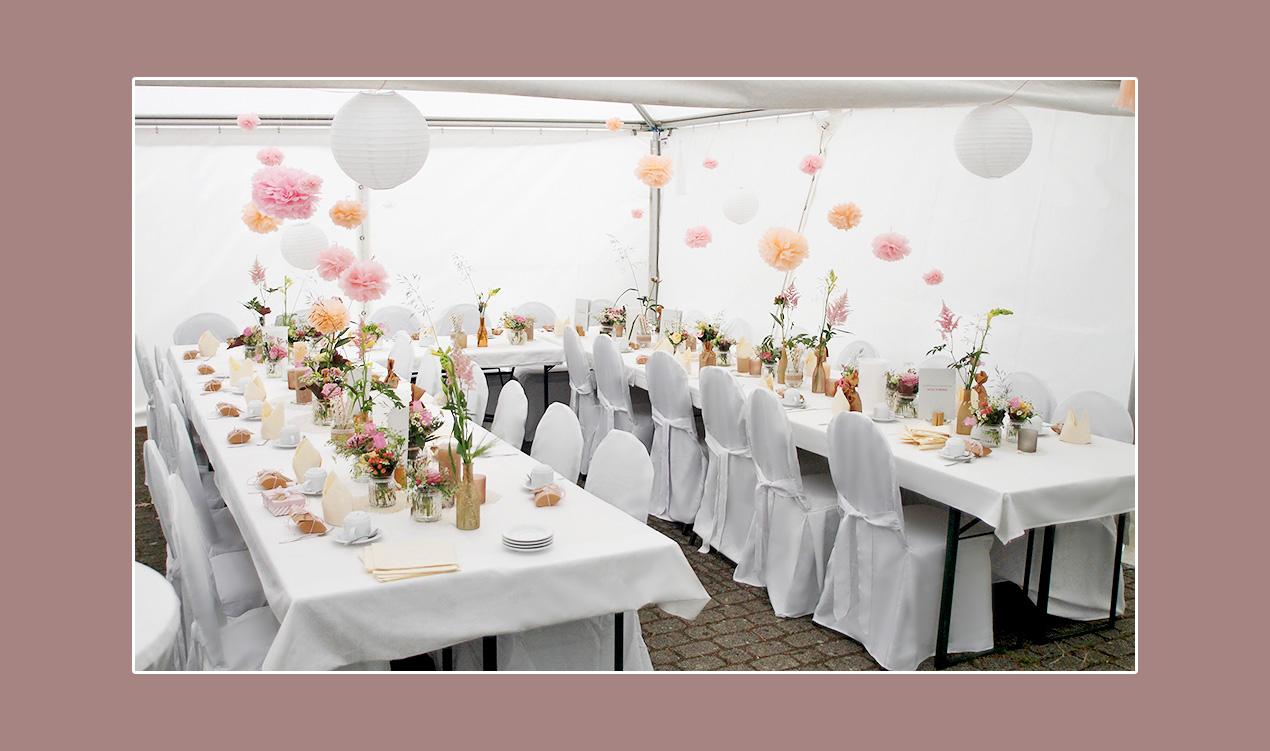 Zelthochzeit mit Hochzeitsdeko in creme-rosa