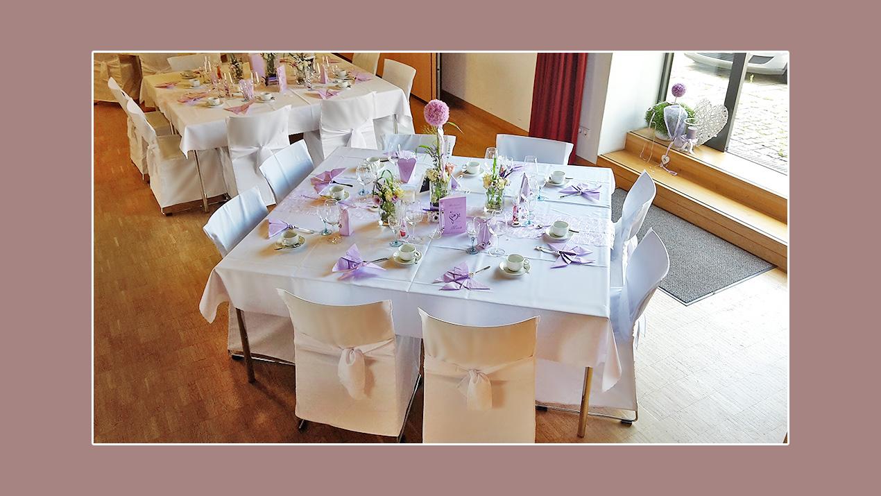 Tischdeko Hochzeit lila weiß Frühlingshochzeit